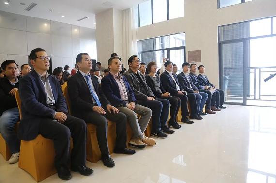 全球共德董事长周泳锋出席恩平市华侨创业孵化基地挂牌仪式并被聘请为创新创业导师